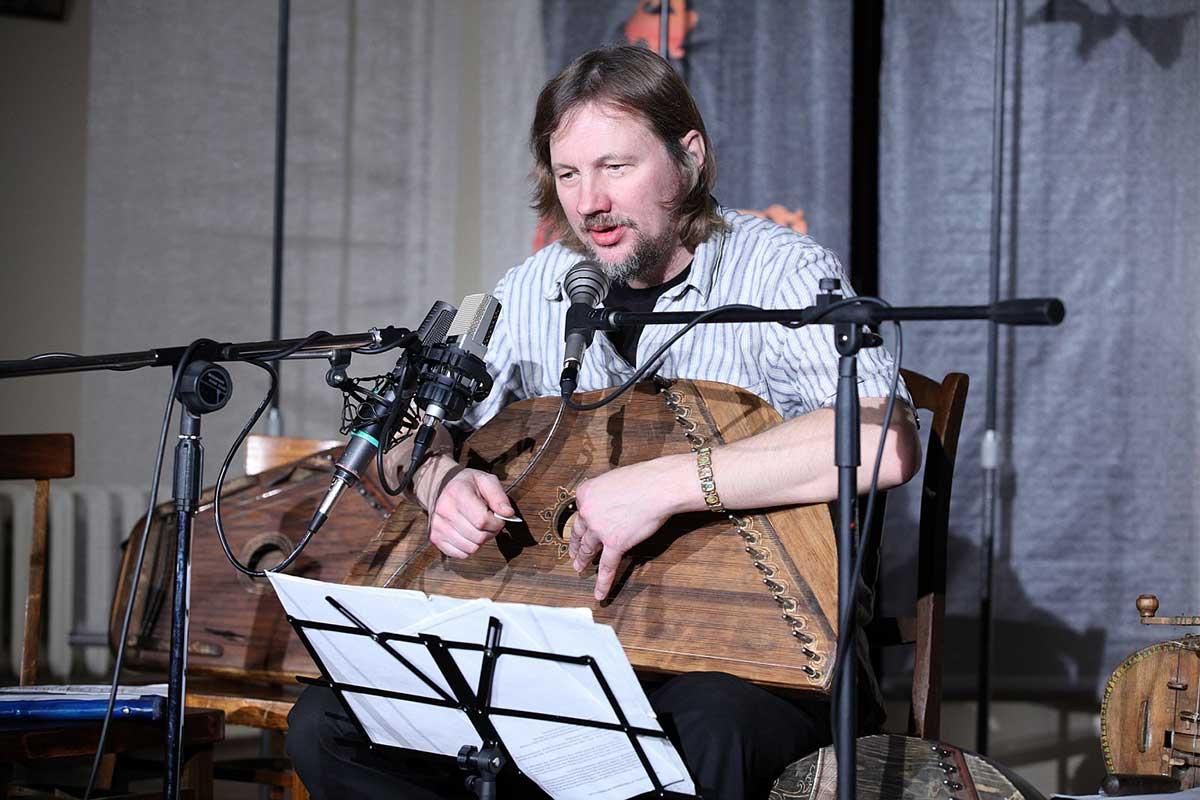 Егор Стрельников рассказывает про гусли